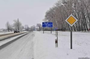 Проехав село Озирна, двигаетесь прямо до села Водяники.  Будьте осторожны: на полпути имеется один крутой двойной...